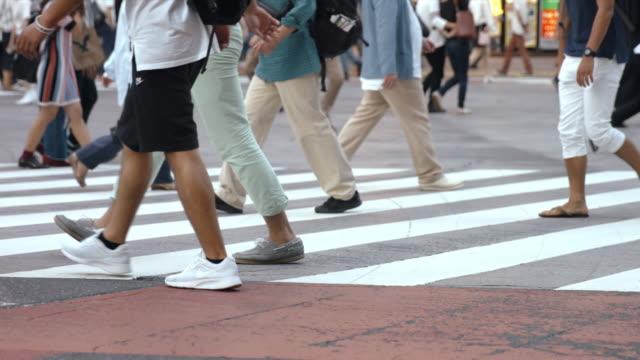 夏 (スローモーション ビデオ) 渋谷横断歩道を歩く人々 - 交差点点の映像素材/bロール