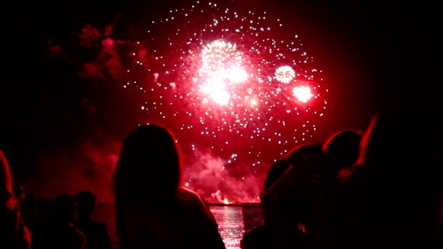 people watching fireworks - happy 4th of july stock videos & royalty-free footage