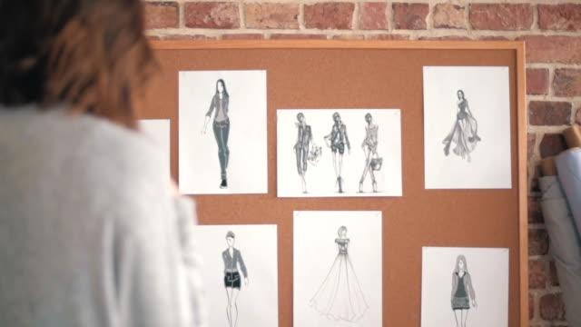 vídeos y material grabado en eventos de stock de percepción de barato de moda - bocetos de diseños de moda