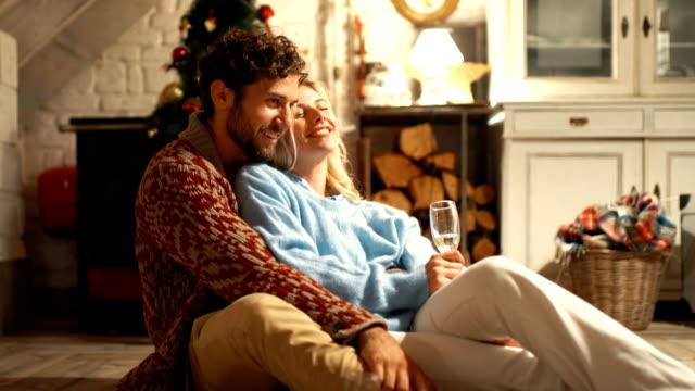 stockvideo's en b-roll-footage met perfecte kerstavond. - christmas cabin