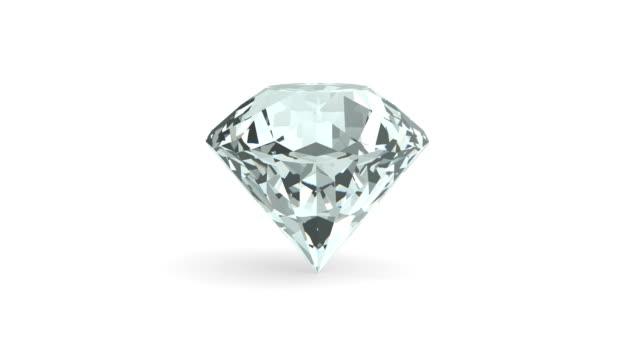 mükemmel bir elmas izole üzerinde beyaz arka plan döndürün. 3d render - elmas stok videoları ve detay görüntü çekimi