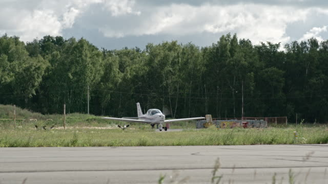 Performing Airplane Run-up Before Takeoff video