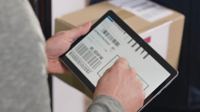 Person signing a digital POD to receive the package