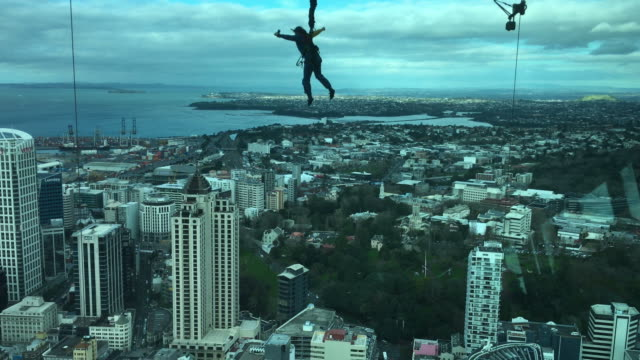 person skyjump off auckland city sky tower - base jumping video stock e b–roll