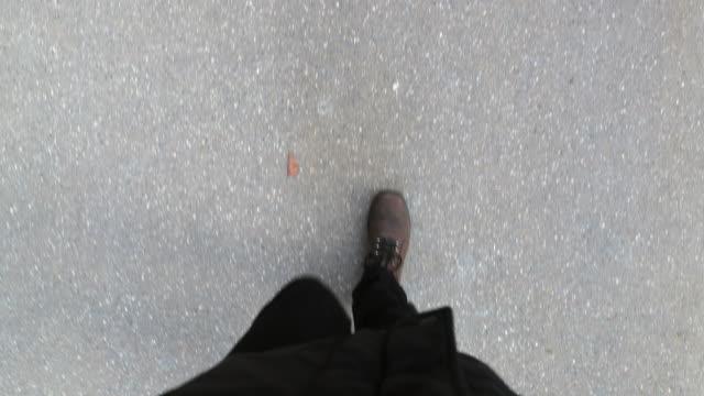 pov of person walking with boots - пешеходная дорожка путь сообщения стоковые видео и кадры b-roll