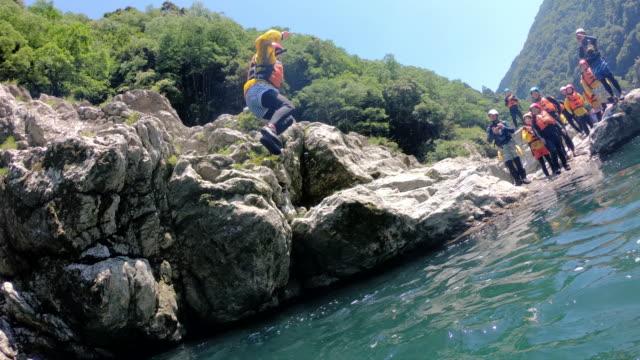慢動作跳崖的個人觀點 - 休閒器具 個影片檔及 b 捲影像