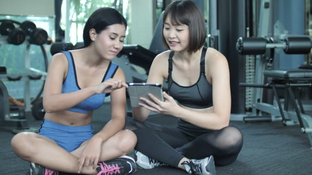 Personal trainer adviser her client about training class