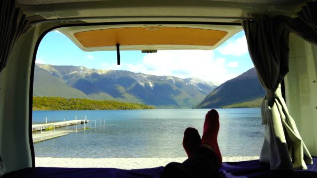 persönliche meinung von nelson lakes von van. - camping stock-videos und b-roll-filmmaterial
