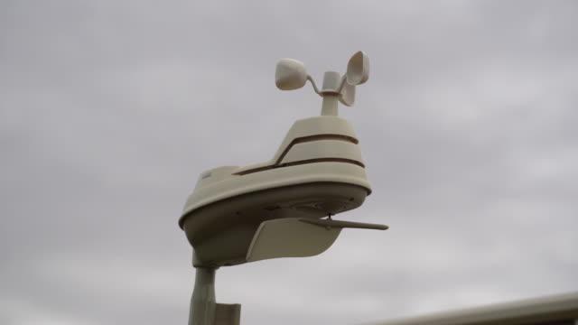 personlig väderstation - barometer bildbanksvideor och videomaterial från bakom kulisserna