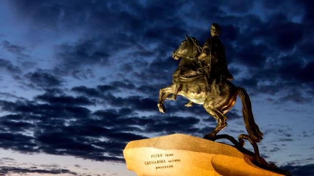 peter the great statue at night, st. petersburg (time-lapse) - peter the apostle bildbanksvideor och videomaterial från bakom kulisserna
