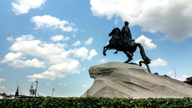 statua di pietro il grande, san pietroburgo, russia - peter the apostle video stock e b–roll