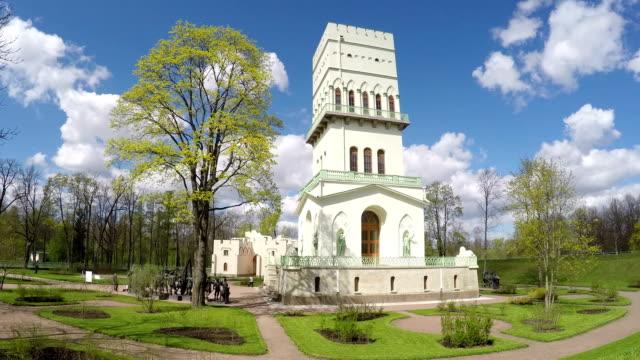 pietroburgo. bianco torre di aleksandrovskij parco, pushkin, russia. intervallo di tempo - balaustrata video stock e b–roll