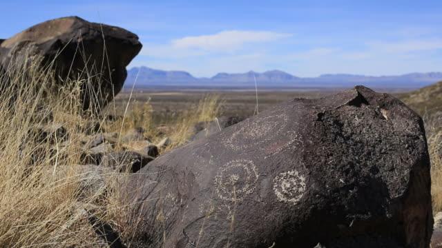 petroglyphs - fornhistorisk tid bildbanksvideor och videomaterial från bakom kulisserna