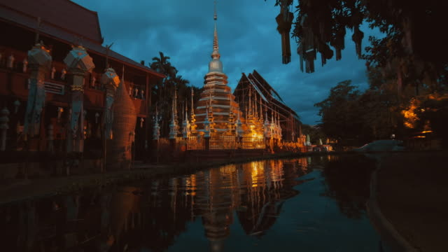 slo mo phan tao temple - temple and culture of chiang mai - wat video stock e b–roll