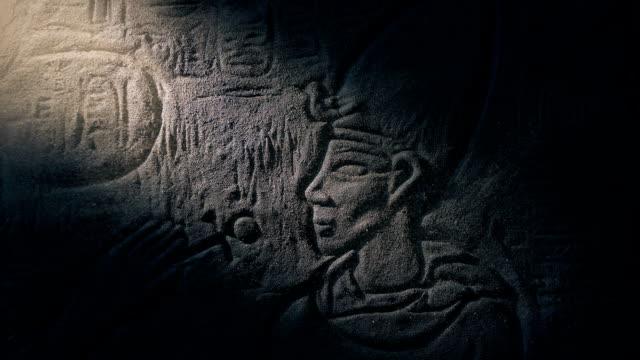 faraon kamienna rzeźba ujawniona w szybie światła - egipt filmów i materiałów b-roll
