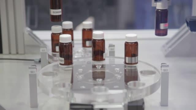 pharmaceutical bottles - coperchio video stock e b–roll