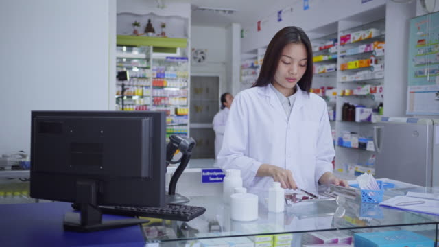 Video Pharmacist pill counting
