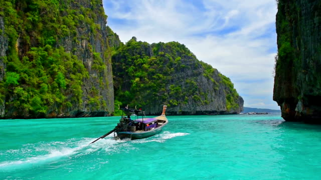 phi phi island famous travel landmark location in thailand,krabi - phuket video stock e b–roll