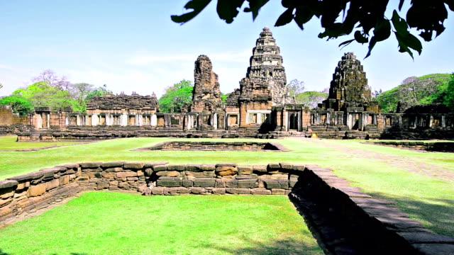 vídeos de stock, filmes e b-roll de parque histórico de phimai - phimai