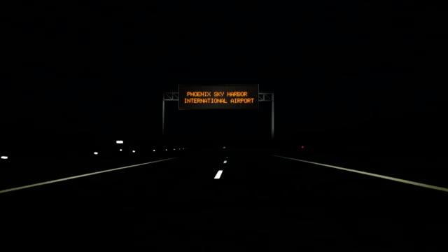 stockvideo's en b-roll-footage met phoenix sky harbor international airport digitale weg ondertekenen en entree te ondertekenen. - arizona highway signs