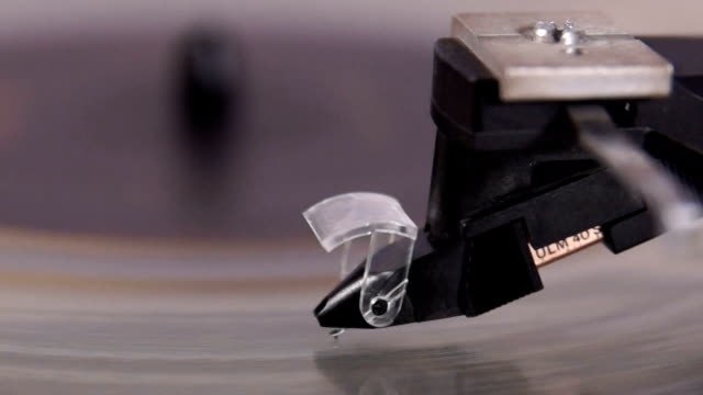 Phonograph in action video