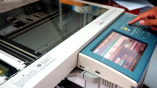 vídeos y material grabado en eventos de stock de fotocopiadora digital - escáner plano