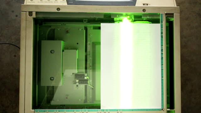 vídeos y material grabado en eventos de stock de fotocopiadora luz copia del documento - escáner plano