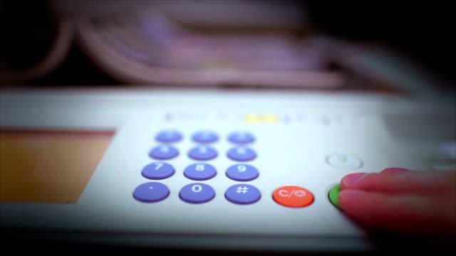 vídeos y material grabado en eventos de stock de fotocopiadora hacer copias - escáner plano