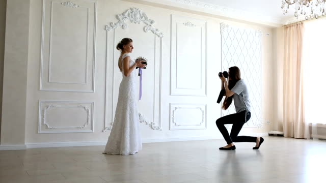 photographer taking pictures the young sexy bride - fotografika filmów i materiałów b-roll