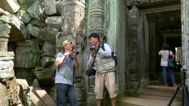 Photographers talk about photography in Angkor wat