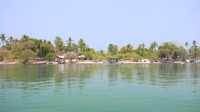 vídeos de stock, filmes e b-roll de phra thong ilha do mar de andaman, no sul da tailândia - vinho do porto