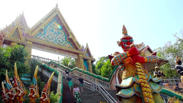 phuket, tailandia -june 20 2015:  tradizionale stile thai, wat khao rang - wat video stock e b–roll