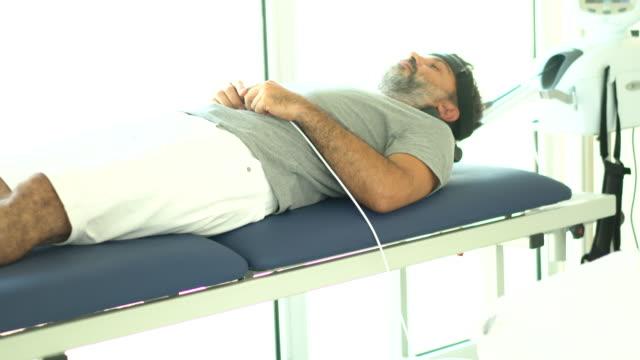 Physiothérapie avec matériel de traction - Vidéo