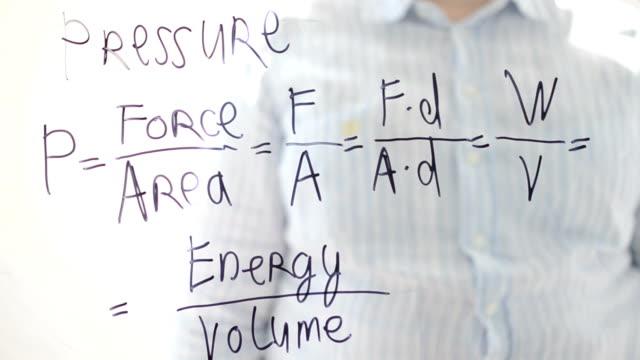 physik. druck-formel. - druck physikbegriff stock-videos und b-roll-filmmaterial