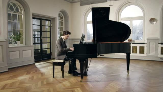 pianist composing music - piano stok videoları ve detay görüntü çekimi
