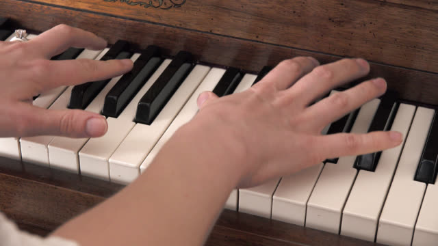 Piano Hands video
