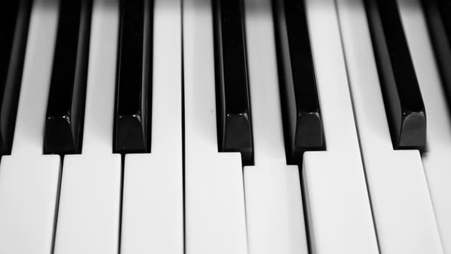 piano keyboard - independent playing video