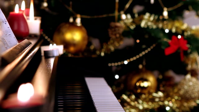 Piano keyboard on Christmas video