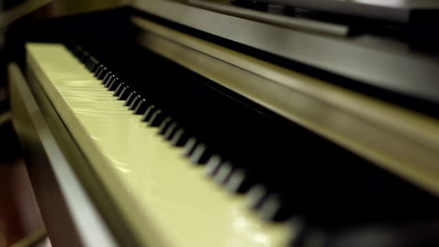 Piano Keyboards Focus Shift video