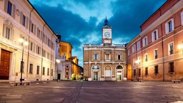 piazza del popolo akşamları, ravenna - ravenna stok videoları ve detay görüntü çekimi