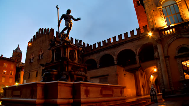Piazza di Nettuno - Bologna, Italy video