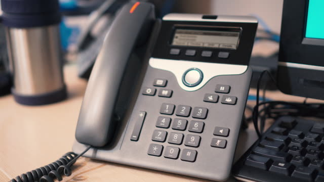 pick up telephone, answer the phone - ip phone - podnosić filmów i materiałów b-roll