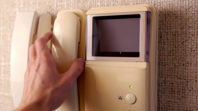 HD - Pick up the phone intercom video