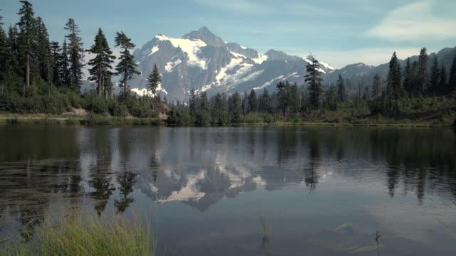bild lake, mt. shuksan, washington state, 4k uhd - nationalpark bildbanksvideor och videomaterial från bakom kulisserna