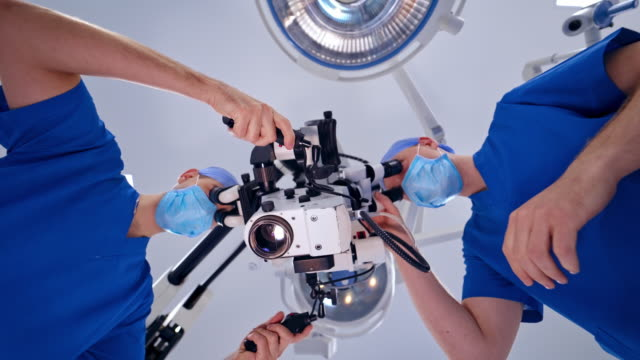 Bидео picture of an operating microscope in a laboratory.