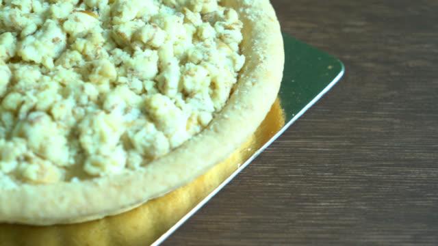 pasta elma - kek dilimi stok videoları ve detay görüntü çekimi