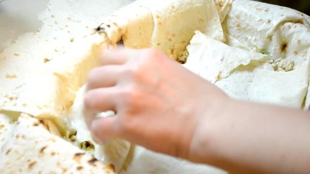 pie från en osyrat vete kaka - tallrik uppätet bildbanksvideor och videomaterial från bakom kulisserna