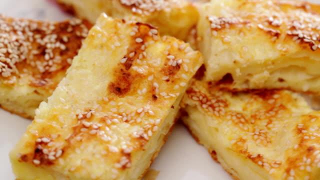 ciasto z serem - chleb pita filmów i materiałów b-roll