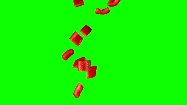 vídeos de stock e filmes b-roll de slo mo fatias de pimentão vermelho - red bell pepper isolated