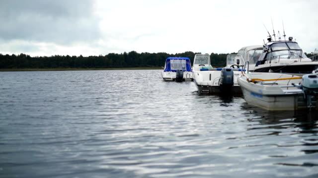stockvideo's en b-roll-footage met een pier met kleine boten wordt gezien in het vissersdorp - westelijke verenigde staten